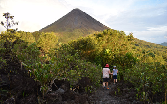 Arenal 1968, Volcano look & Lava trails